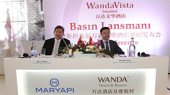 Çin Devi Wanda Ve Mar Yapı El Sıkıştı