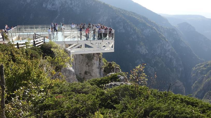 Çatak Kanyonu'na Yapılan Cam Seyir Terasına Yoğun İlgi