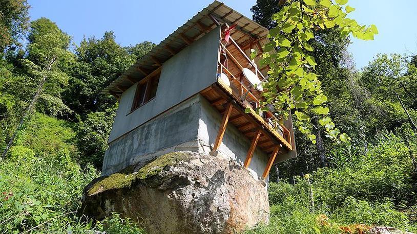 Kaya Üzerine Yapılan Ev Görenleri Şaşırtıyor